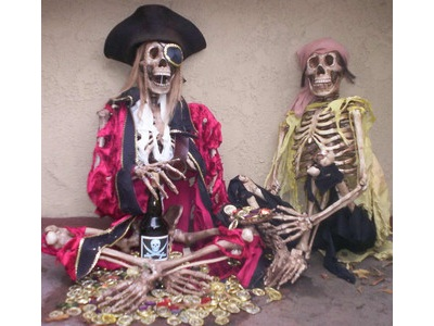 two pirates of the caribbean skeletons
